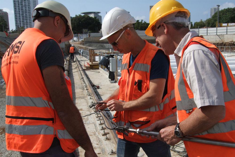 Geosense Senior Instrumentation Engineer training customer on site for Tel Aviv Metro