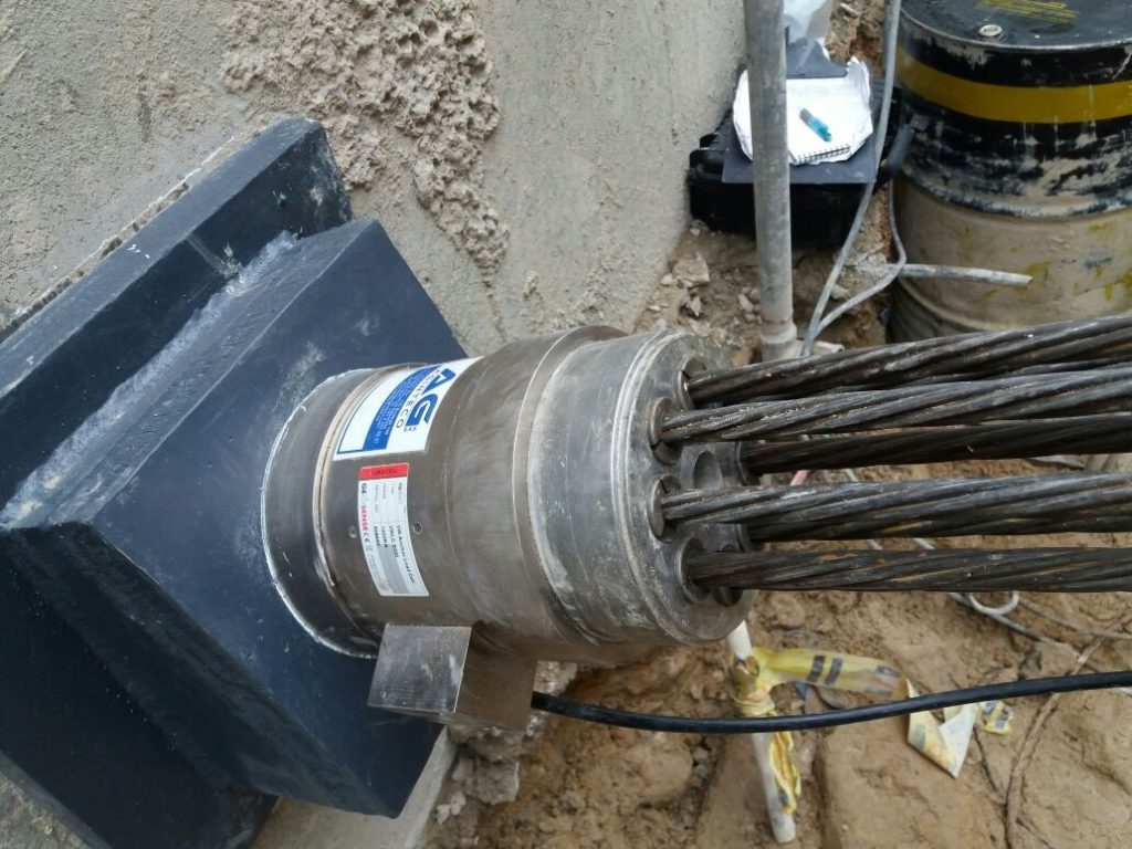 Vibrating wire load cell installed on seven strand anchor