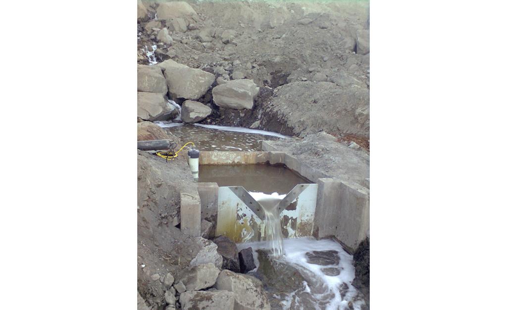 VWM-200 weir monitor and v-notch weir measuring dam seepage