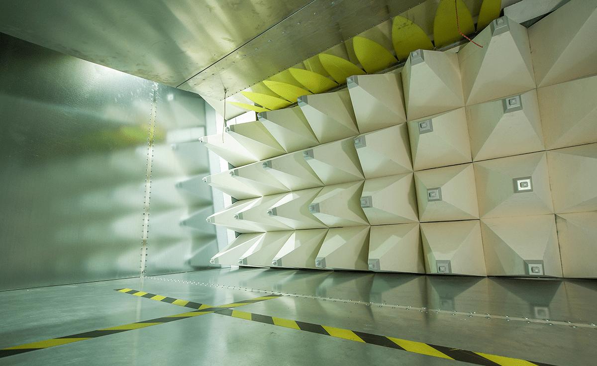 Anachaic chamber for EMC testing