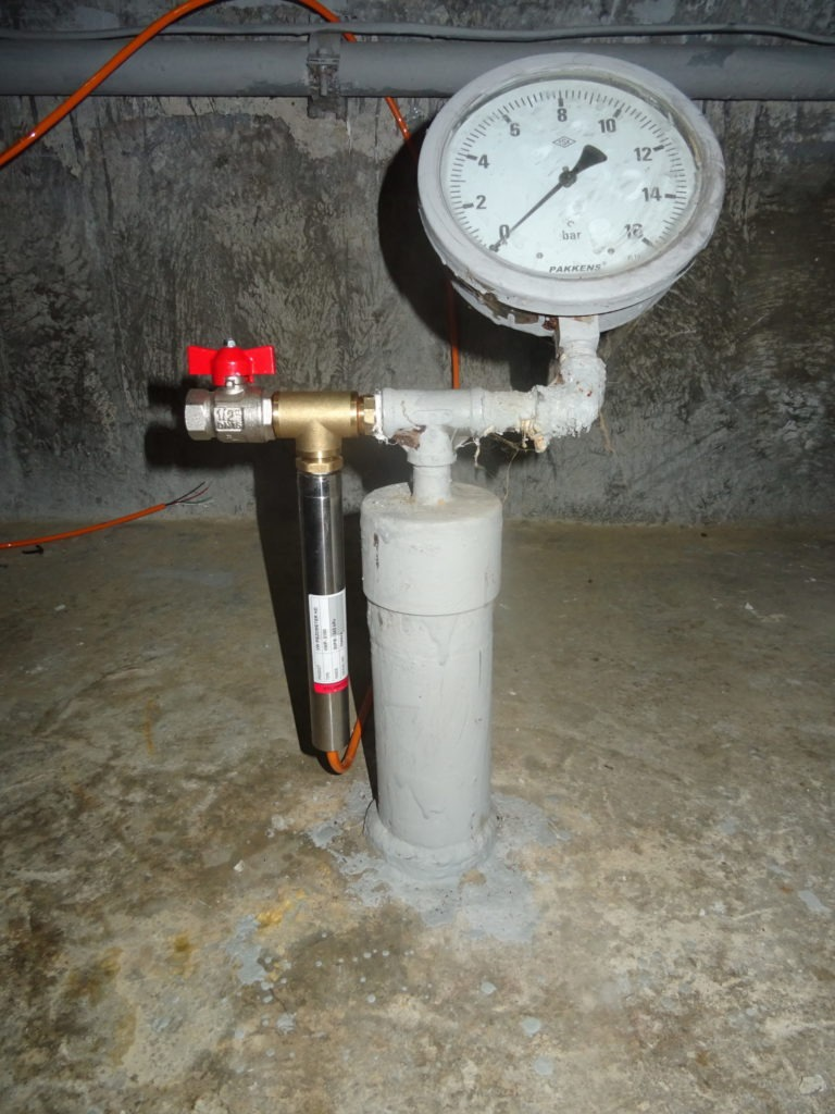 Uplift pressure piezometer with manometer and vibrating wire transducer VWT-9000