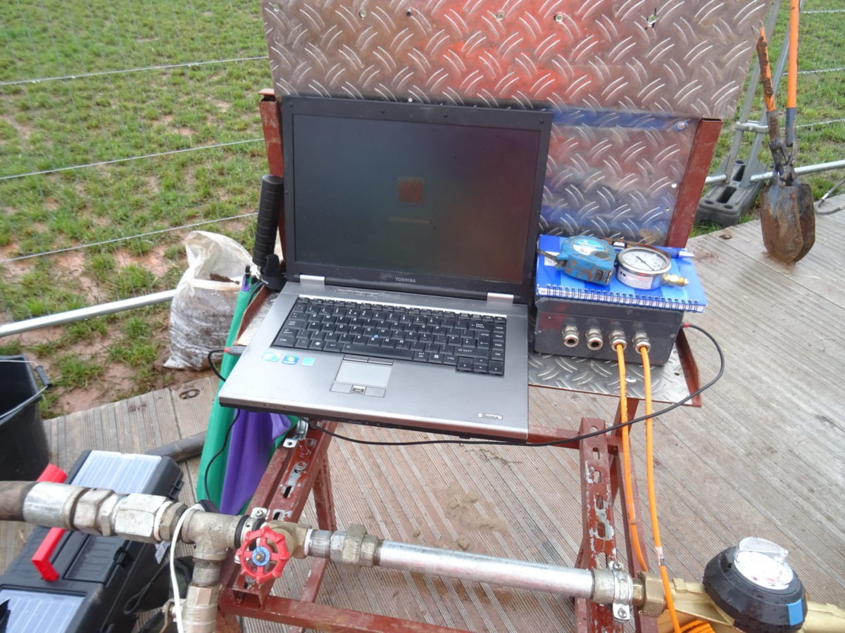 Packer test with VWP-3000 piezometers and Linx logger connected to laptop on site