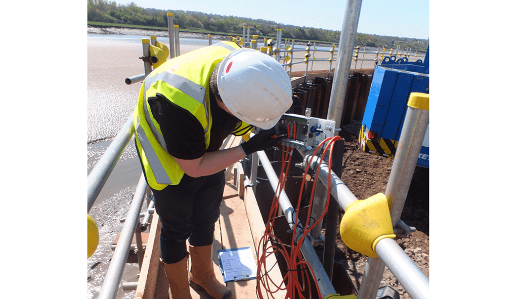 Installing WI-SOS 480 five channel node on pole at Mersey Gateway