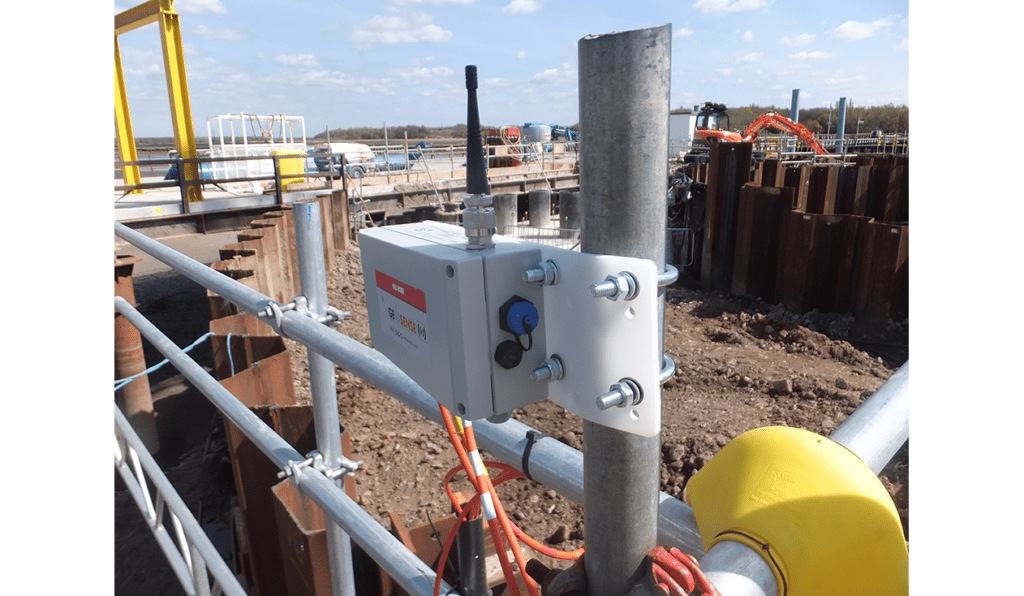 WI-SOS 480 five channel Node mounted on pole on side of cofferdam