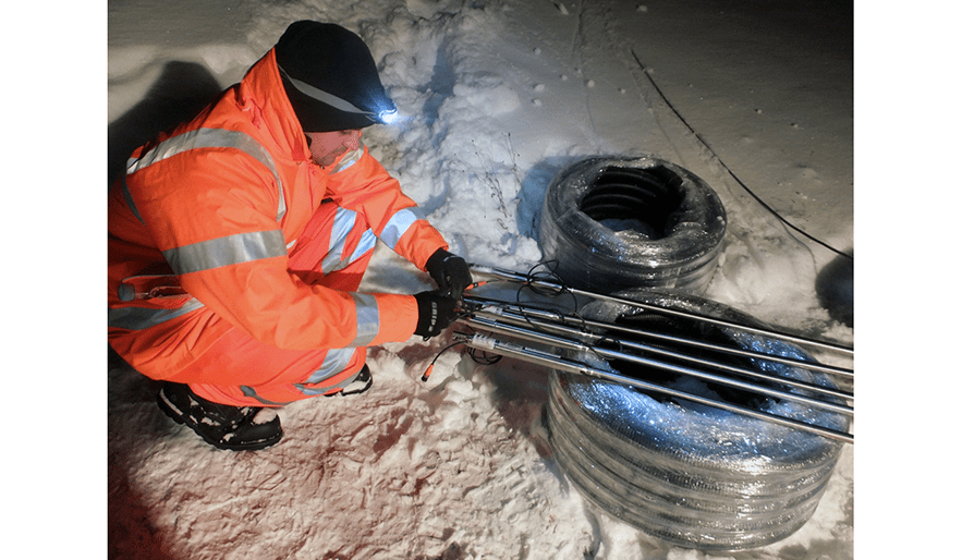 Installing Geosense Track Monitoring System i Denmark at night in freezing conditions