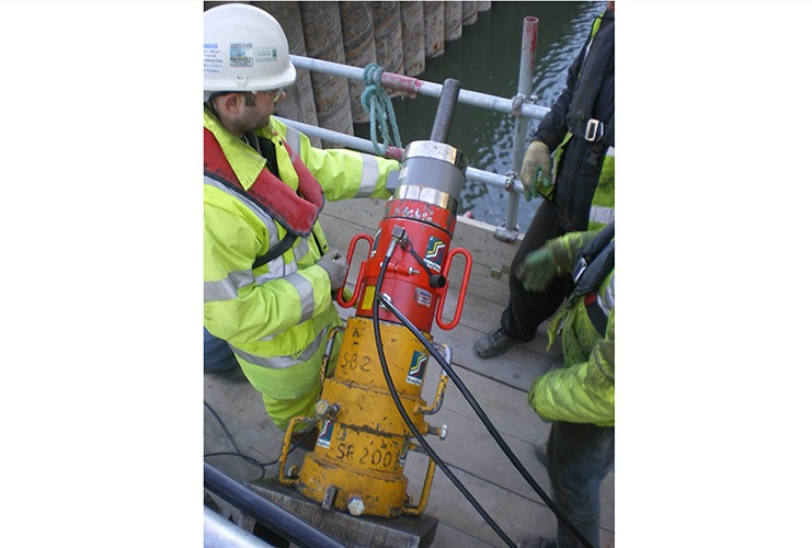 Tensioning tie back at Canary Wharfe station construction and testing of Vibrating wire load cell