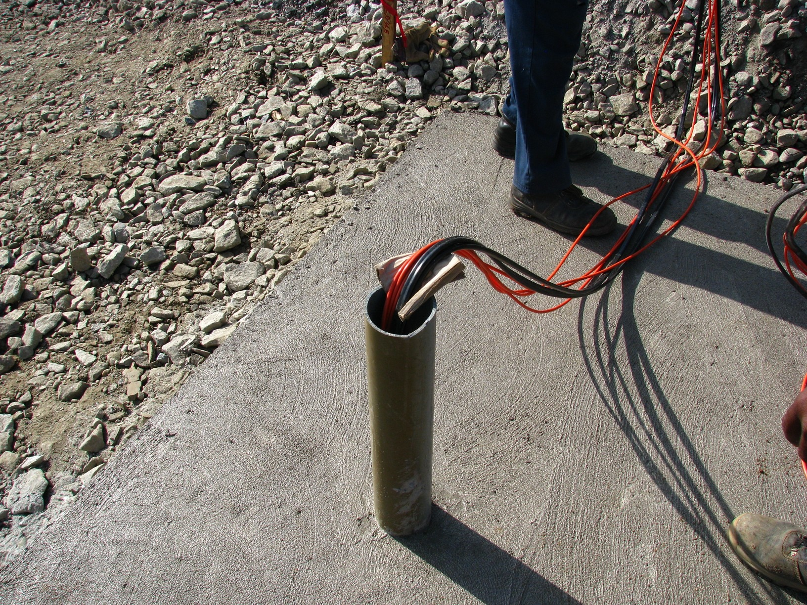 Routing of vibrating wire cables from VWLSS-200 plates once installed