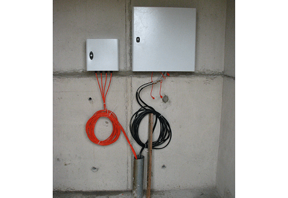 VWLLS-200 data logger and reservoir cabinets mounted on site wall