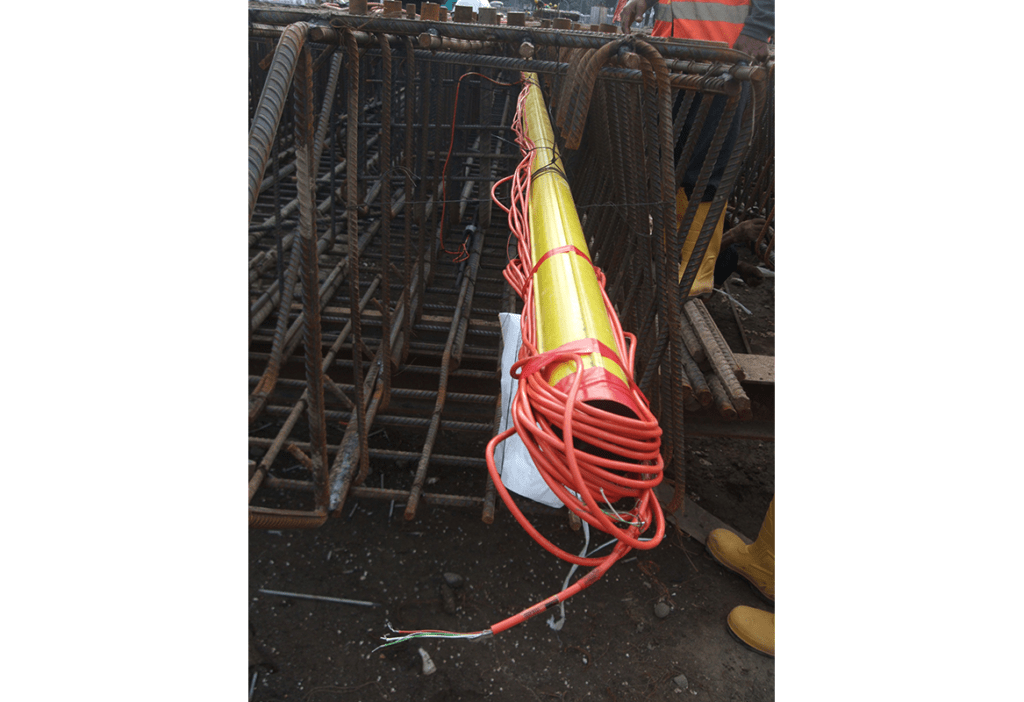 Inclinometer casing and VWS-4000 sisters bars in pile cage for construction of Jakarta metro