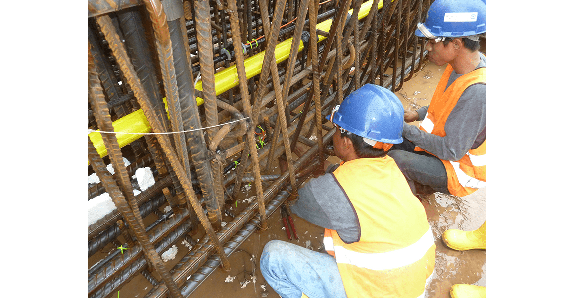 Engineers fixing VWS-4000 Sister bars in diaphragm wall cage for CP106 Jakarta Metro construction