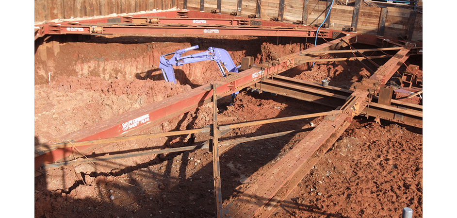 Excavation with internal bracing fitted with VWS-2000 strain gauges on Jakarta metro construction