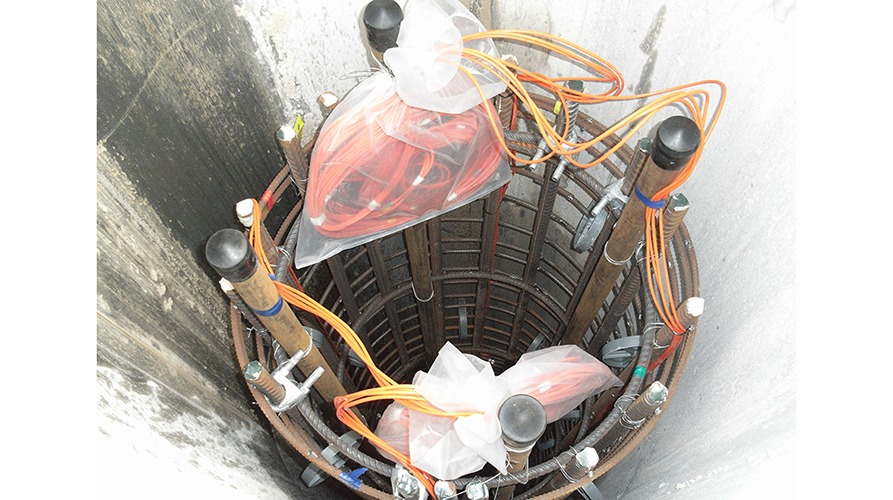 Vibrating wire strain gauges VWS-2100 installed in bored pile cage prior to filling with concrete