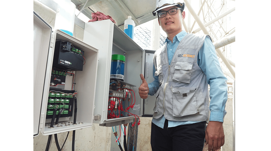 Engineer giving thumbs up to a successful installation of a VWLLS-200 system at Duyen Hai 3 thermal power plant