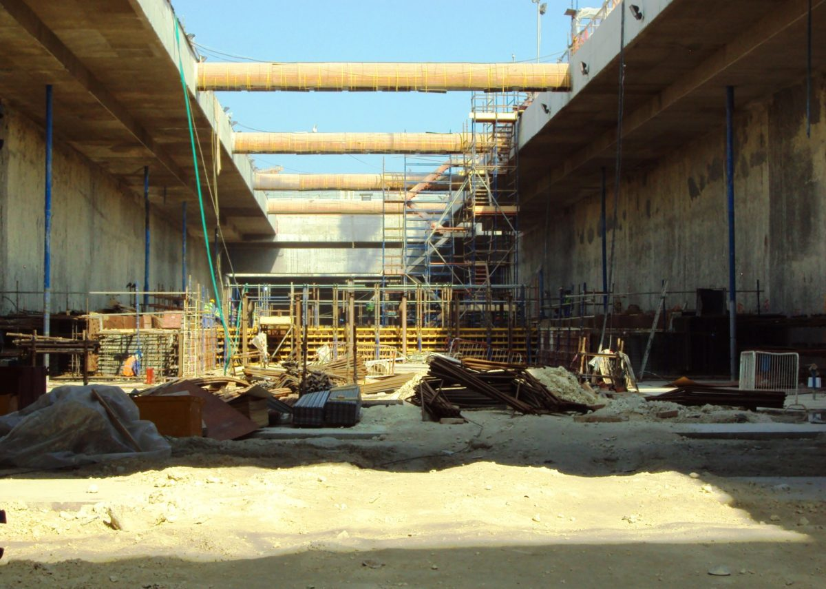 Diaphragm wall with internal props at Qatar airport station construction
