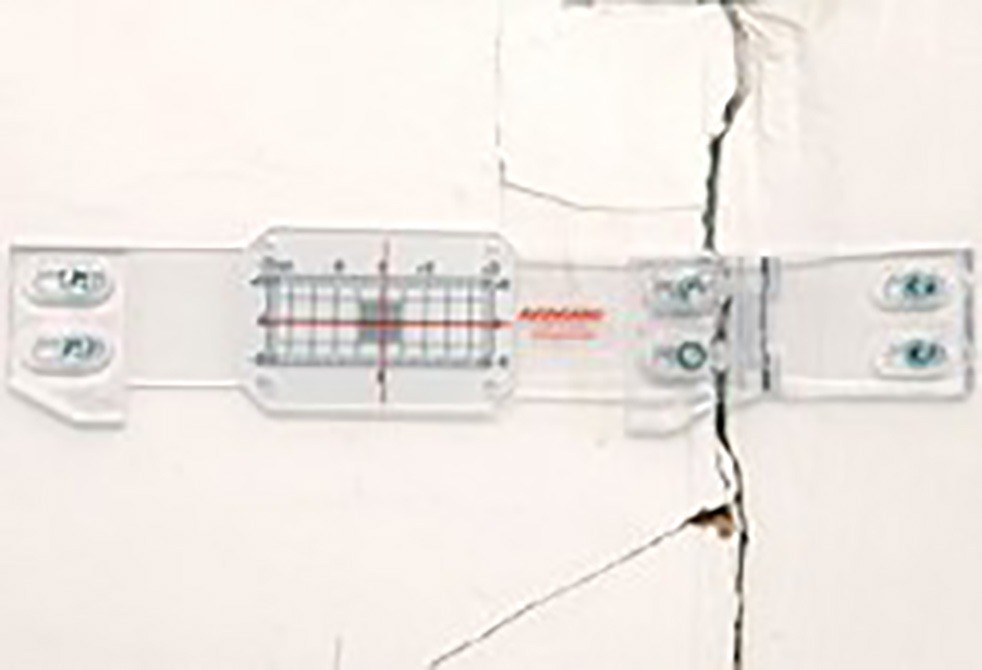 Tell-Tale Crack Meter