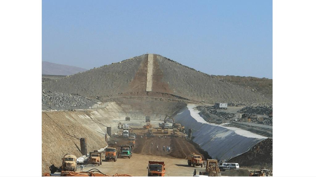 Re-construction of Zeizoun dam clay core with instrumentation