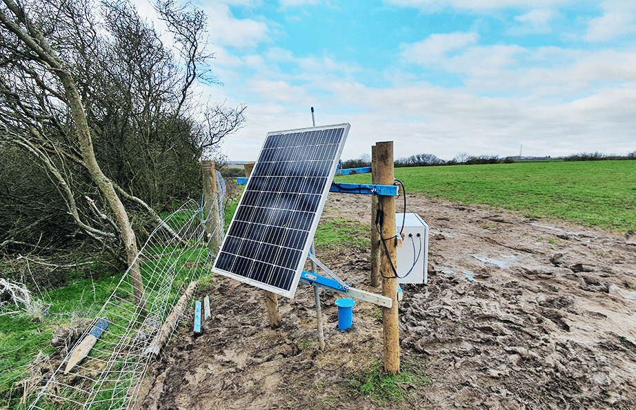 WI-SOS 480 with solar panel at side of field